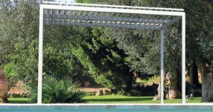 Pergola bioclimatique manuelle, pergola moderne, couverture de terrasse, chassis aluminium laqué époxy, pergola plage, Corse